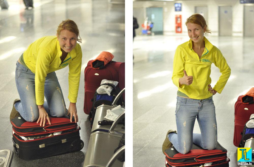 Девушка Мира собирает чемодан во Внуково