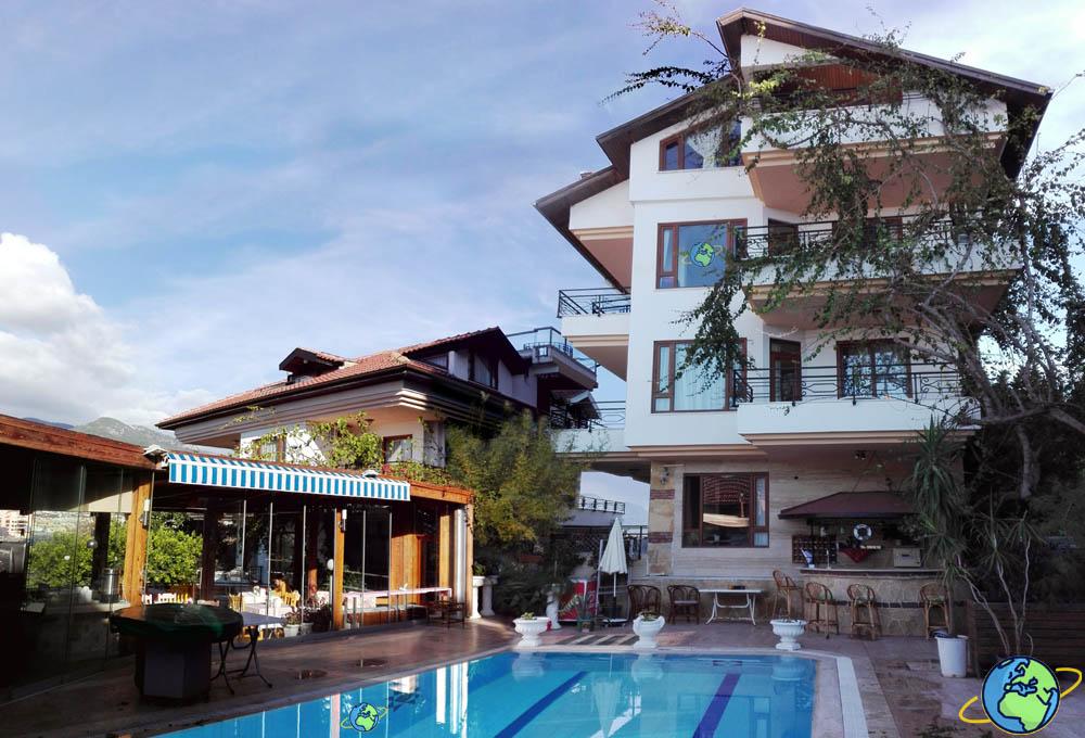 Два корпуса отеля Villa Sonata