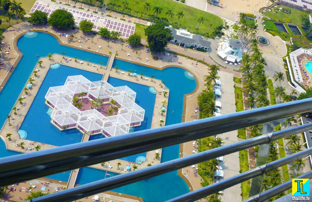Бассейн гостиницы Амбассадор