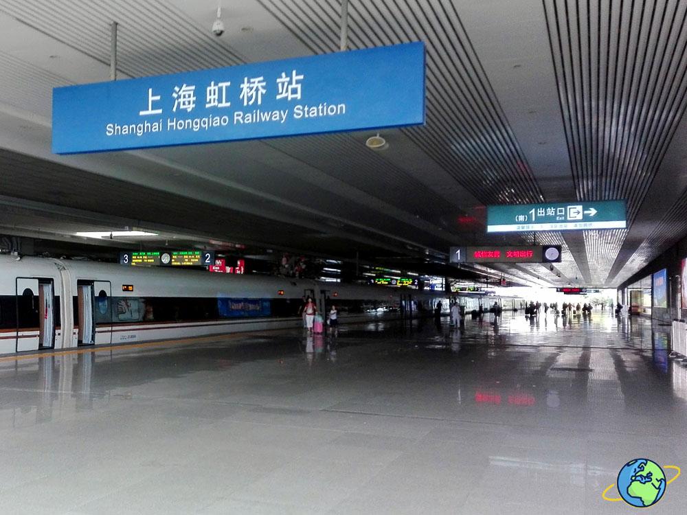 перон в жд вокзале Китая